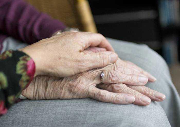 Coronavirus, nel reggiano la procura fa riesumare 18 salme di anziani