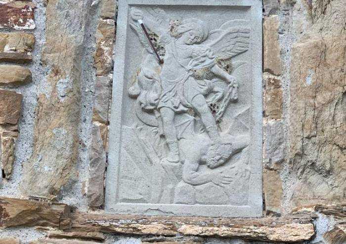 'San Michele, l'effigie sulla Rocca di Montefiorino va salvata'