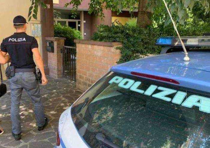 Modena, troppa fila dal parrucchiere: tunisino lo aggredisce e rapina