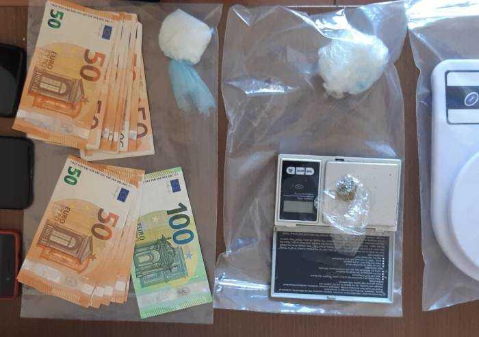 Novi, compravendita di droga in strada: due uomini arrestati