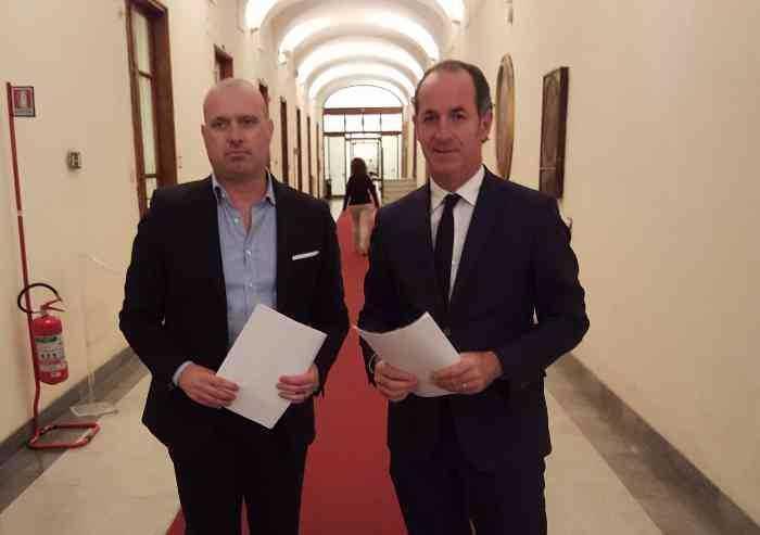 Covid, ordinanze opposte: Zaia inasprisce regole, Bonaccini apre tutto