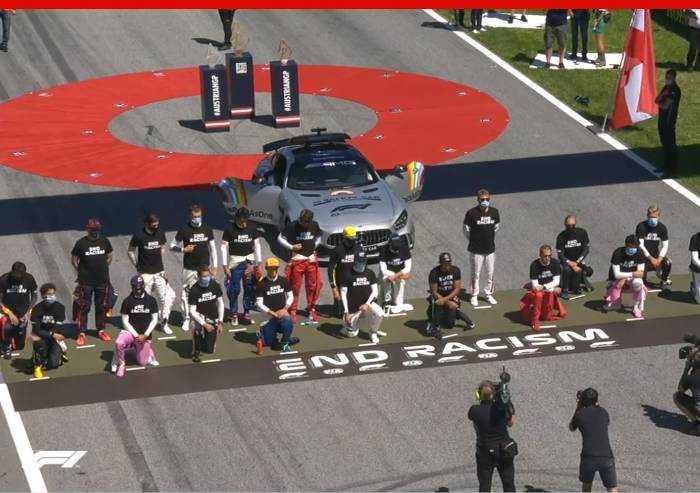 Formula 1, piloti in ginocchio contro razzismo. Ferrarista Leclerc no