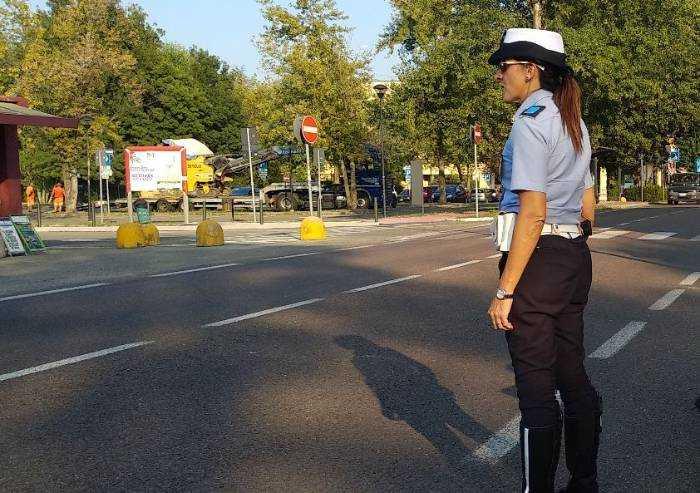 Ambulante cinese rientra dall'estero: vigili lo mettono in quarantena