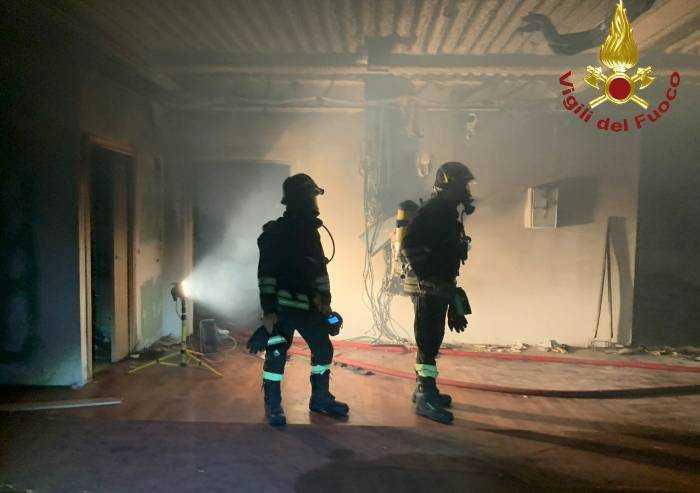 Ex Corradini a fuoco nella notte