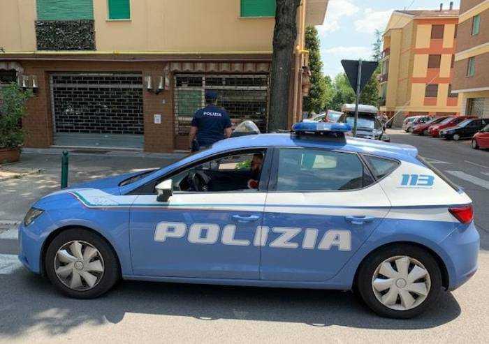 Degrado viale Gramsci, polizia chiude bar Excelsior e Mini Market