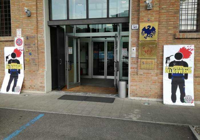 Casapound 'colpisce' con cartelli Confcommercio Modena