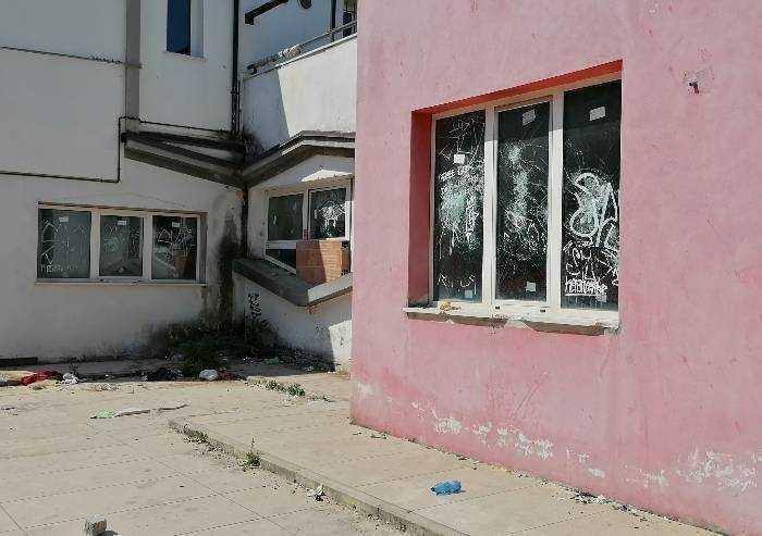 Degrado in via Mazzoni: in sicurezza l'area abbandonata
