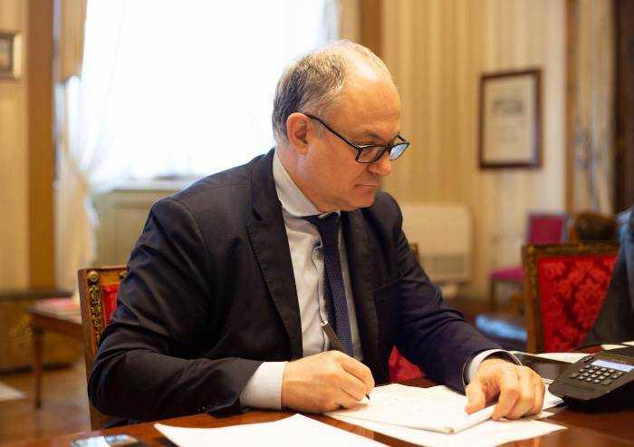 Italia vicina al baratro: debito record, entrate tributarie a picco