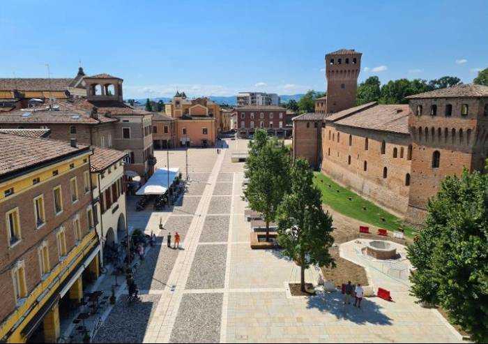 Formigine, ecco la nuova piazza: inaugurazione con Bonaccini