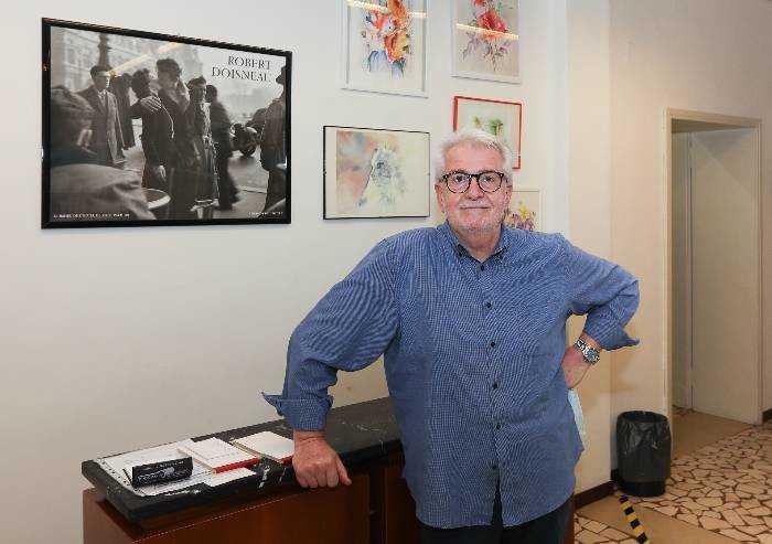 Modena, al parrucchiere Angelo Zanasi la targa di bottega storica
