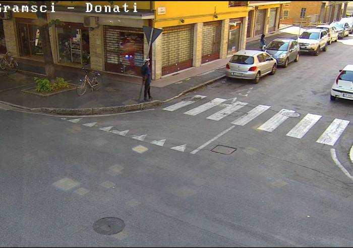 Degrado viale Gramsci a Modena, accese due telecamere di sorveglianza