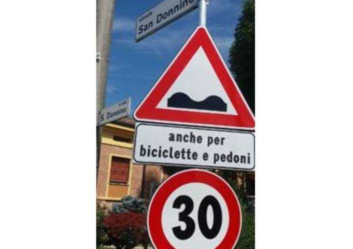 Modena: nuova segnaletica verticale, ma le strade sono un colabrodo