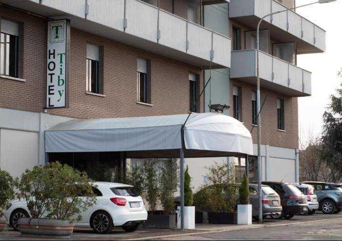 'Immigrati covid positivi all'hotel Tiby: servirà presidio h24'