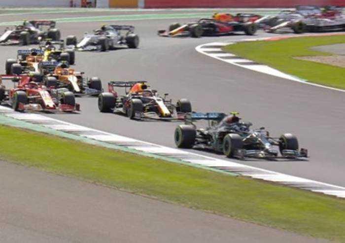 Formula 1, Hamilton buca all'ultimo giro ma vince. Leclerc terzo