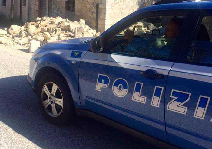 Modena, marito tunisino picchia moglie italiana in piazza: arrestato