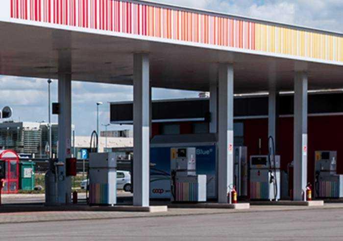 Spaccata al distributore Grandemilia: divelte le colonnine carburante