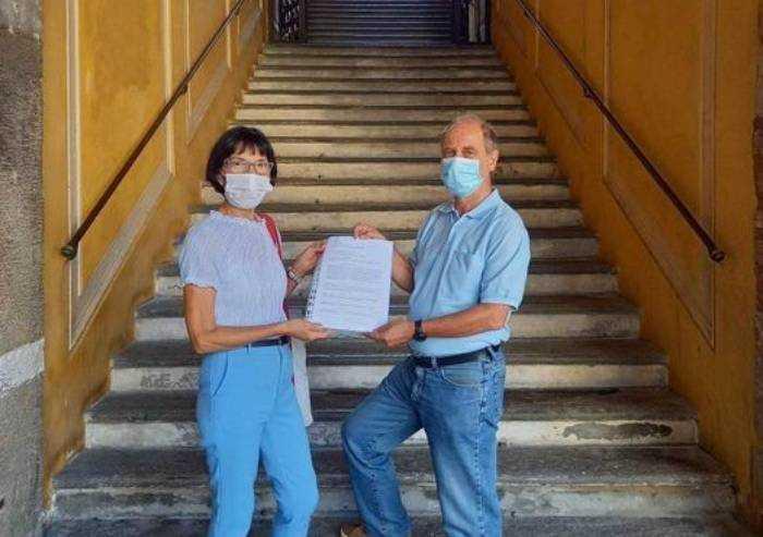 Statalizzazione delle scuole a Modena: consegnata petizione