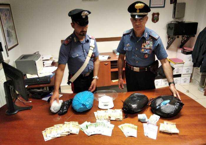 Tenevano in casa 3,5 chili di marijuana: arrestata coppia di nigeriani