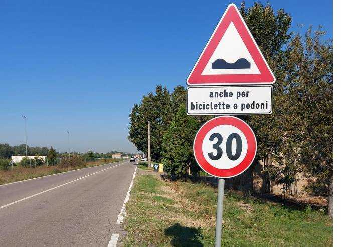 Modena, fioriscono i segnali che scaricano i problemi sui cittadini