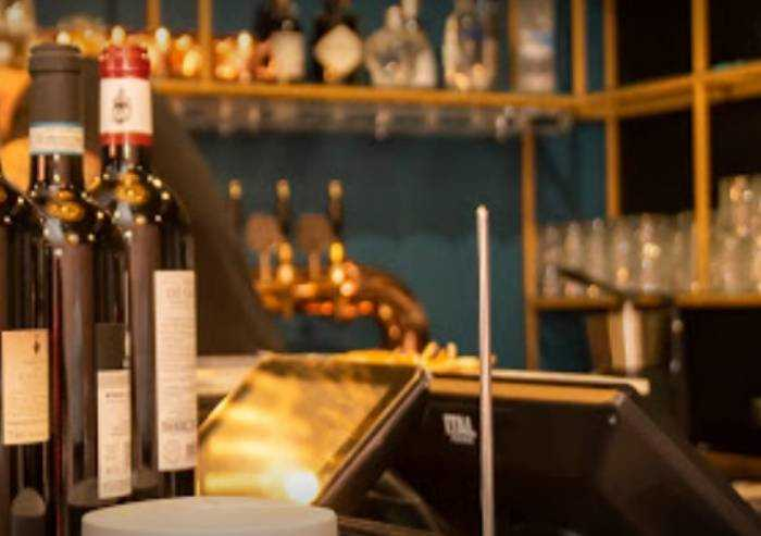 Carpi, 3 positivi al Caffè Duomo, l'Ausl: I clienti facciano tampone