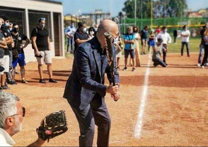Immane fatica di Bonaccini: sostenere (per finta) il Pd sperando perda