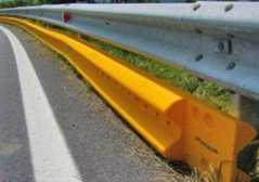 Guard-rail salva motociclisti: via ..