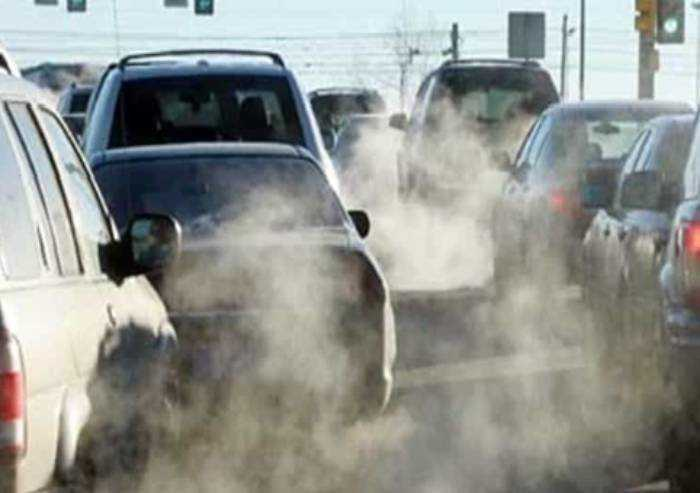Smog: tornano le limitazioni al traffico, per euro 4 divieto a gennaio