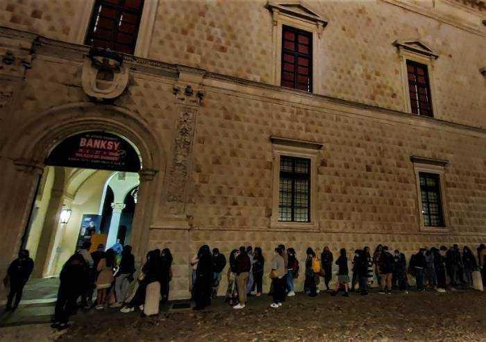 Bansky a Ferrara, anche in notturna: chiusura a 65.000 accessi