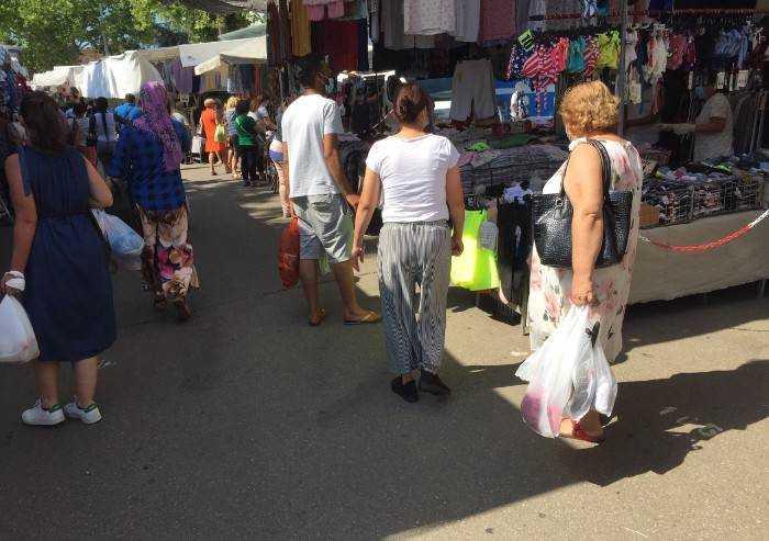 Mercato Modena: ambulanti pakistani multati per assembramento