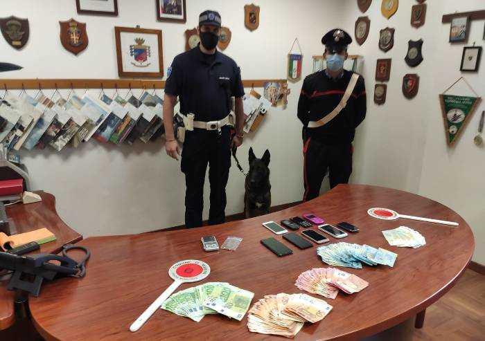 Spaccia droga e aggredisce i Carabinieri: arrestato 24enne nigeriano