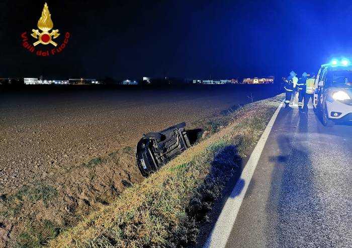 Medolla: auto nel fossato, due feriti
