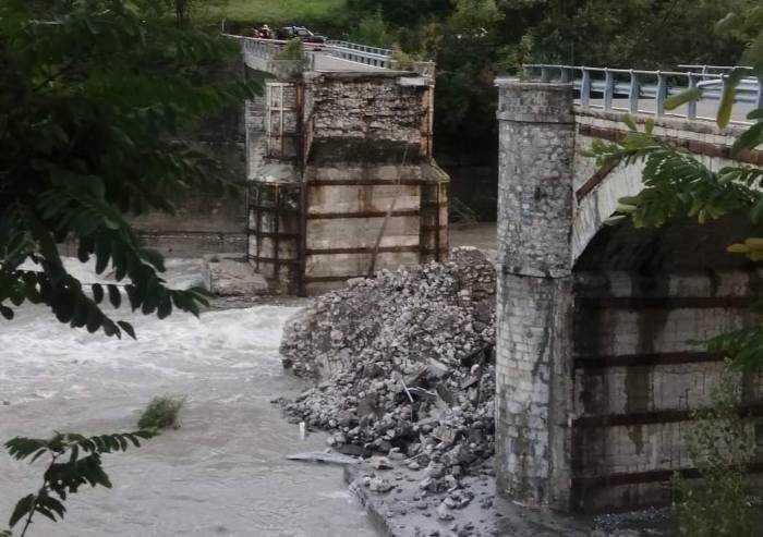 Nel piacentino crolla un ponte. Bonaccini: 'Fatto grave'