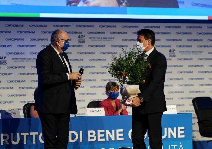 Confcooperative: Gardini è presidente, primo atto una pianta per Conte