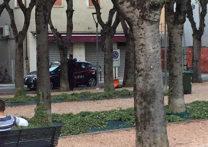 Bastiglia, lite familiare tra due turchi in piazza: spunta una spranga