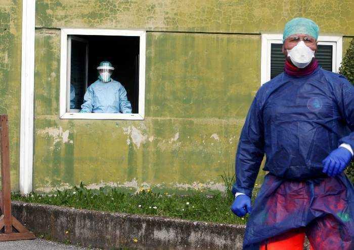 Covid, 337 contagi in Emilia Romagna. Pochi tamponi, crescono ricoveri