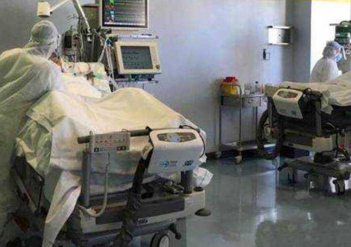 Covid, nel modenese 3 ricoverati (uno terapia intensiva) su 49 contagi