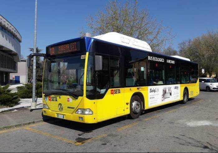 Modena: incidente, bus Seta fuori strada. Illesi tre passeggeri di 10 anni