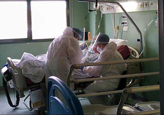 Covid, 526 contagiati in Emilia Romagna con tamponi in calo. Sei morti