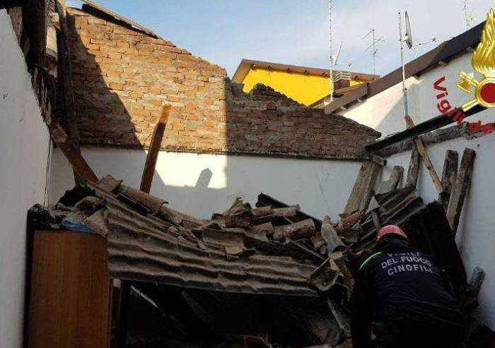 Crolla tetto, paura in centro a San Cesario