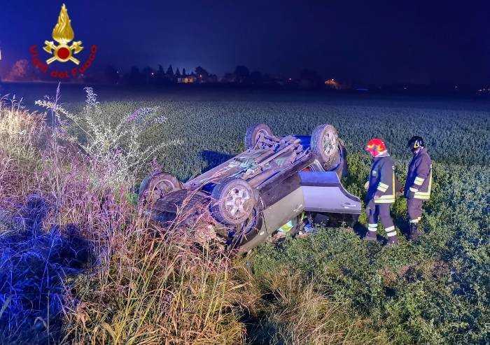 San Felice, si ribalta con l'auto: ferito estratto dalla lamiere