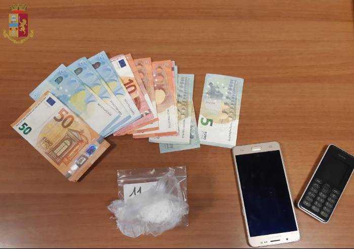 Modena, spaccia shaboo al parco: nigeriano clandestino arrestato