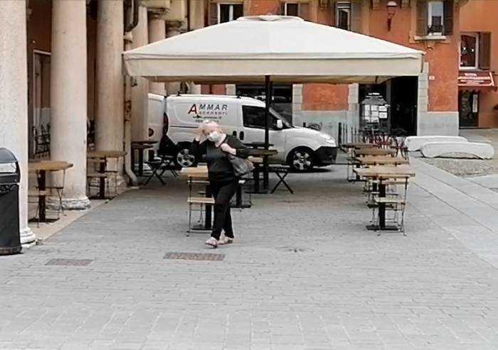 Conte promette: 'risarcimenti martedì in Gazzetta Ufficiale', a Modena domani ristoratori in piazza