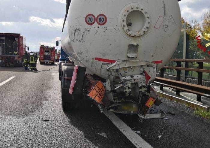 Incidente A22 tra due camion: uno trasportava una cisterna Gpl