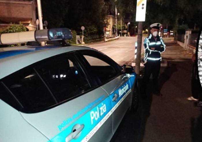Guida ubriaco e provoca incidente: 24enne denunciato
