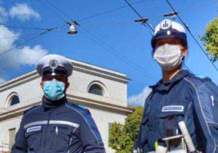 Modena: multa da 400 euro a un 32enne, era senza mascherina all'aperto
