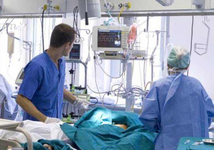 Covid, 1212 casi in Regione e 14 morti. Record contagi a Modena: 280