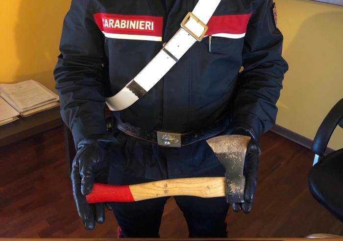 Tentato omicidio a Carpi, 63enne aggredisce con un'accetta 2 fratelli