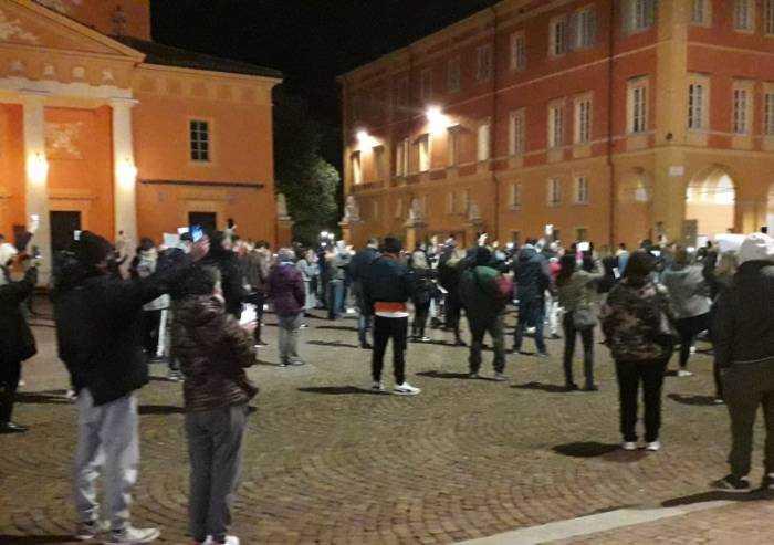Carpi, ristoratori in piazza: Muzzarelli condanna, Bellelli è con loro