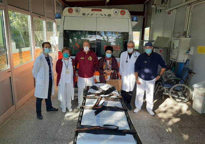 La Nostra Mirandola dona 3 barelle trauma transfer al Santa Maria Bianca