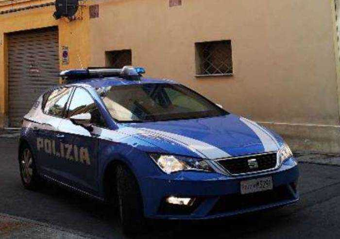 Modena, due minorenni tunisini rapinano un'anziana 81enne